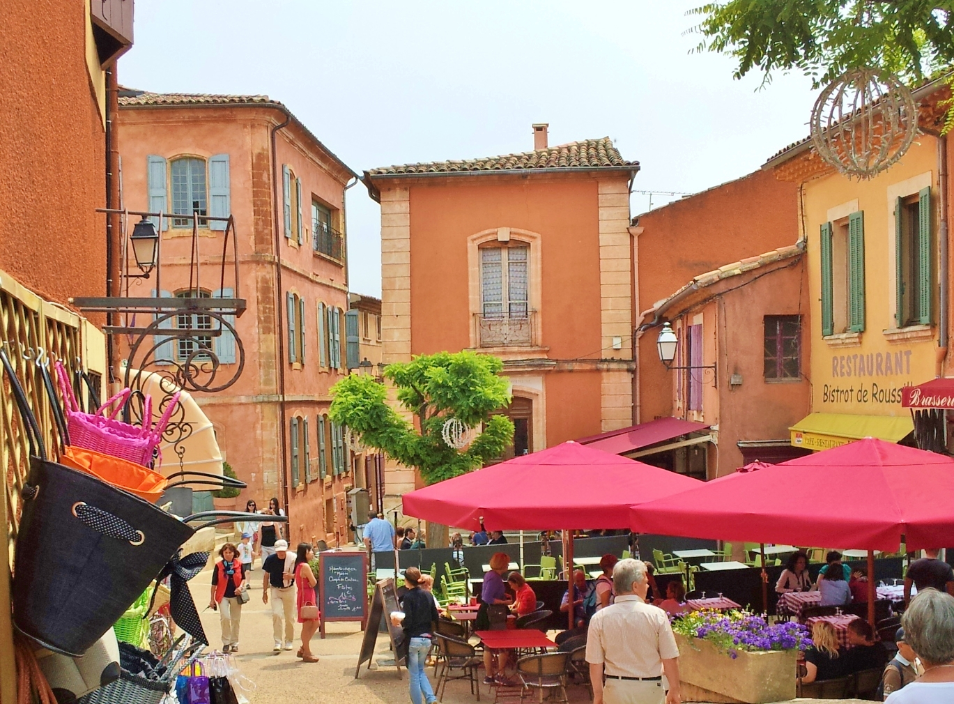 Roussillon-square-place