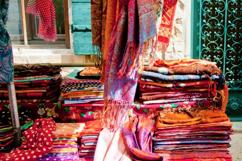 scarves-at-the-market